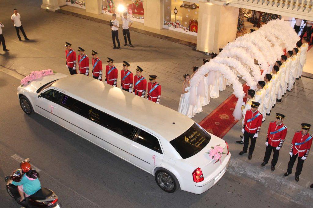nhà hàng tiệc cưới cao cấp limousine